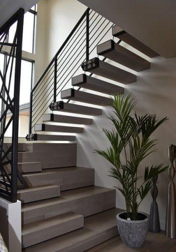 צביעת חדר מדרגות בבית פרטי