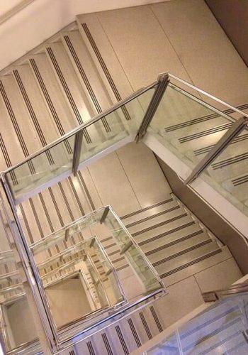 צביעת חדר מדרגות בבניין